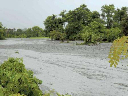 1-mud_volcano_erupts_in_arakan-september-2014